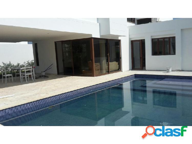 En Cartagena, Vendo o Arriendo Casa con piscina.