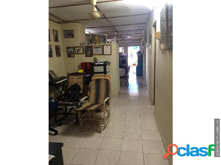 SE VENDE AMPLIA CASA INDEPENDIENTE BOSTON