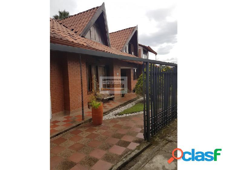 Se vende Casa en Abedules Armenia