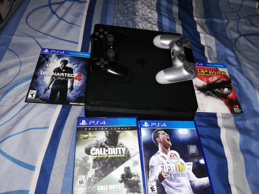 Vendo Ps4 en Buen Estado con 2 Controles