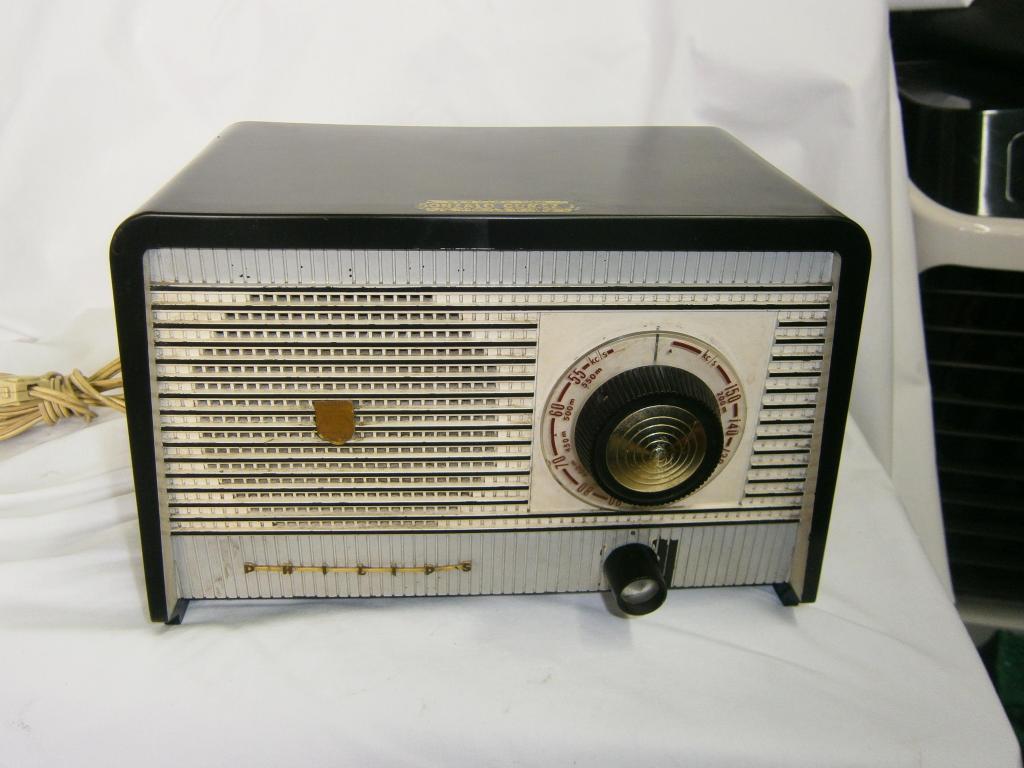 RADIO MARCA PHILIPS FUNCIONAL NEGRO GRIS HABANO EN BAQUELITA