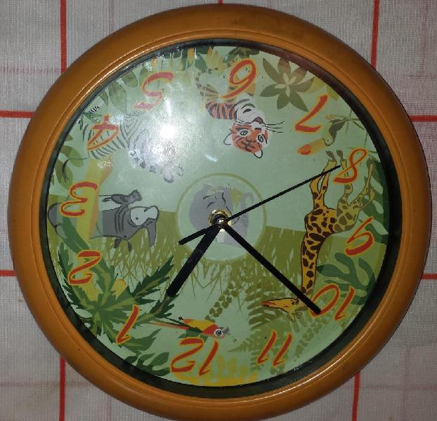 Reloj de pared con sonidos de animales