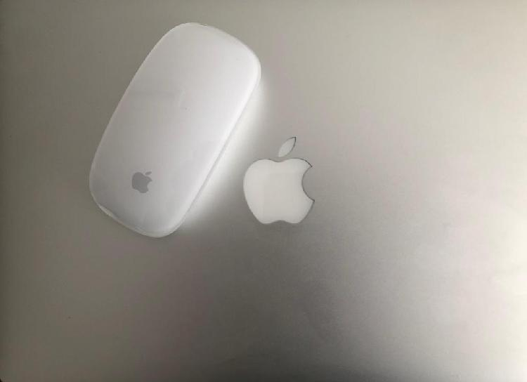 Macbook Pro Retina 13 pul Magic Mouse