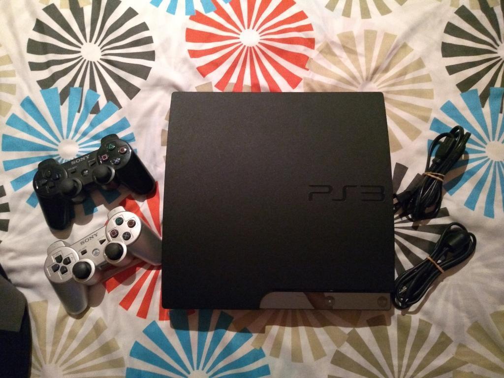 Vendo PlayStation 3 Slim 2 controles, 14 juegos