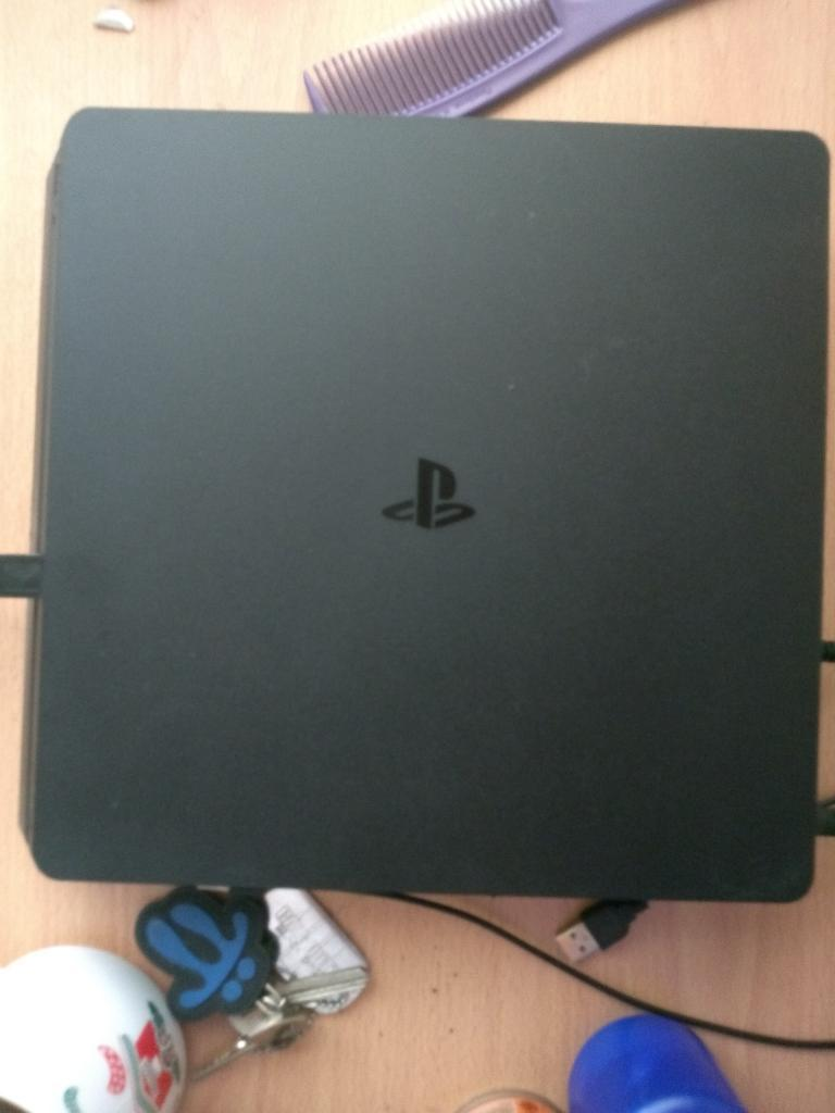 Vendo Ps4 Slim con Juegos Digitales