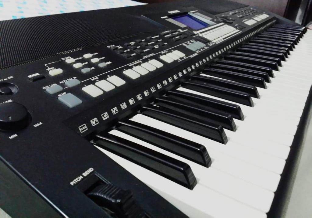 Vendo Teclado Yamaha PSRS550 en excelente estado