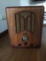 Radio antigua en madera,
