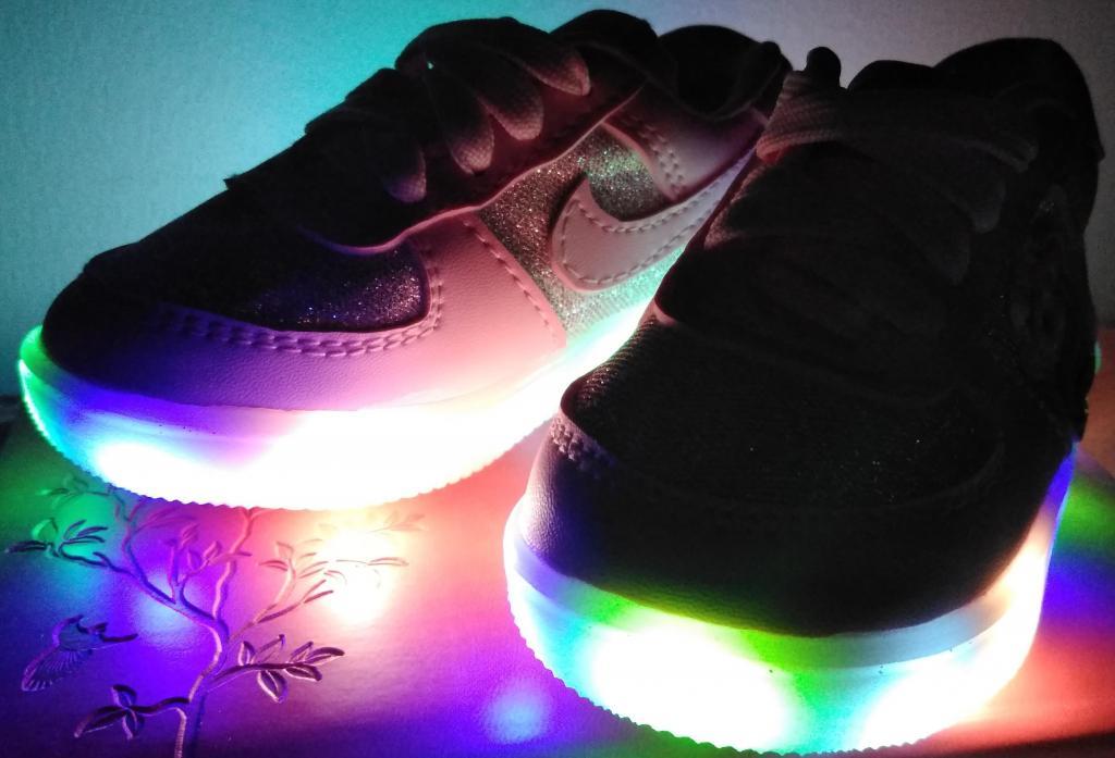 Calzado para nia con luces LED