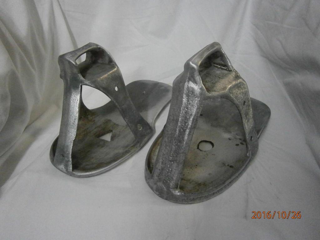 Estribo en aluminio x 2 unidades estilo sandalia, 3 lineas