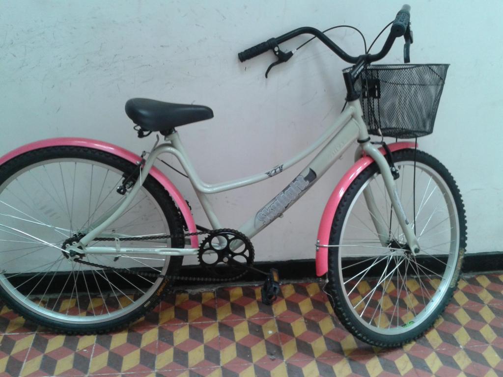 Bicicleta Playera con Canastilla Negra