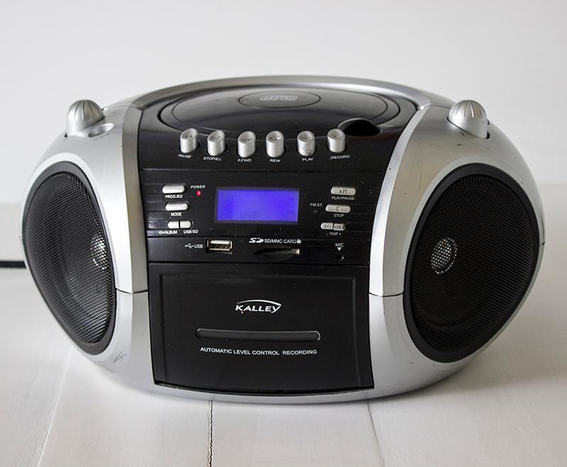 GRABADORA, CD, MP3, USB, RADIO.