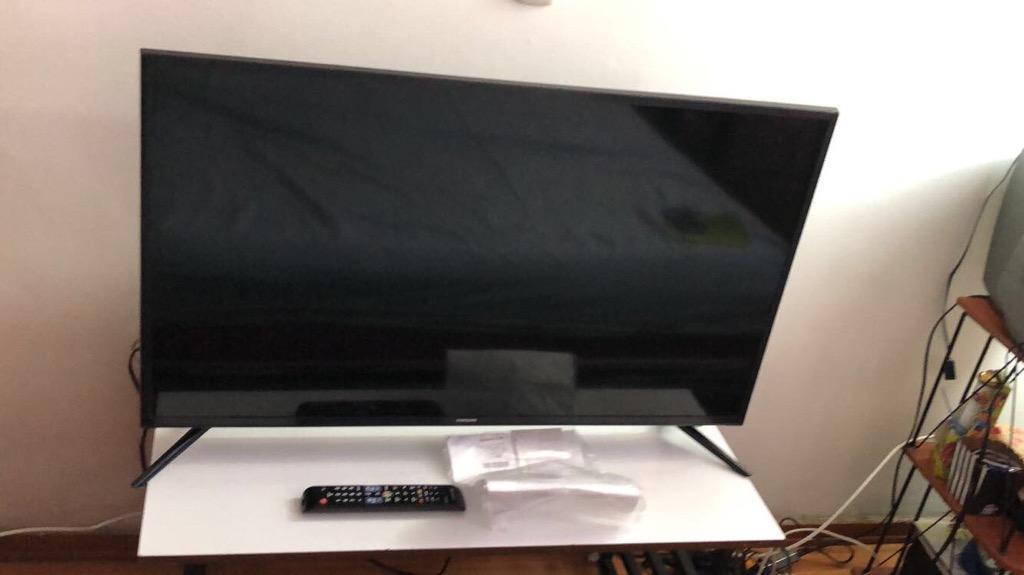Televisor Samsung de 40 Smart Tv 4K Poco Uso con Su Factura