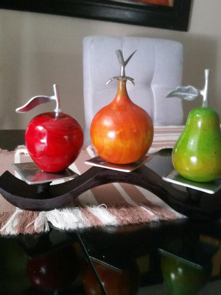 Vendo Hermoso Frutero para Mesa en Mader