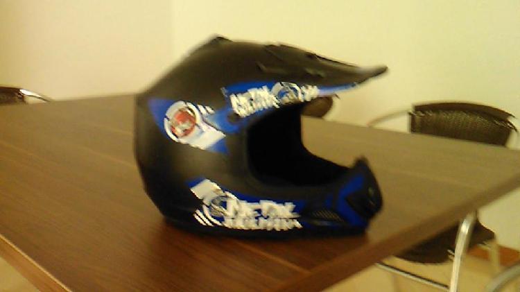 Vendo casco de bicicleta tipo bicicross muy barato whatsapp