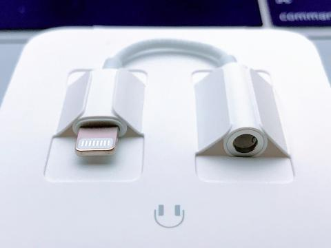 Adaptador NUEVO Apple Original de Lightning a jack de 3.5 mm