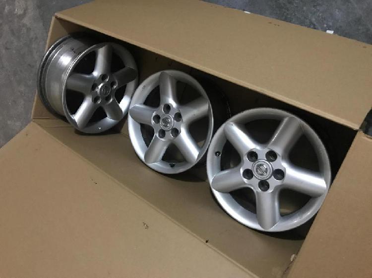 Set de 4 Rines Nissan de 16 pulgadas