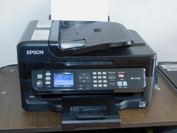 Impresora Multifuncional Epson WF 2540 con sistema de tinta