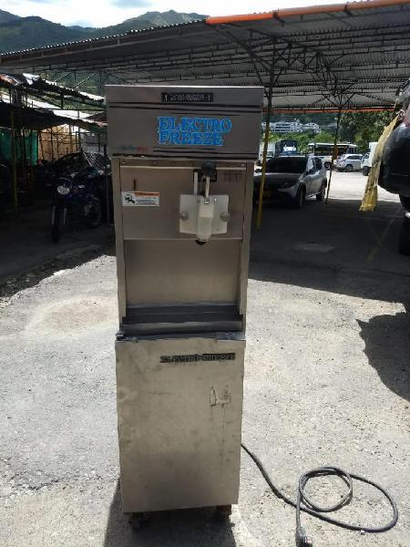Maquina de helado vendo o cambio a MAZDA 6