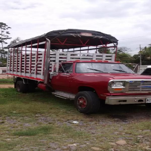 Vendo Camioneta Dodge 300 Diesel