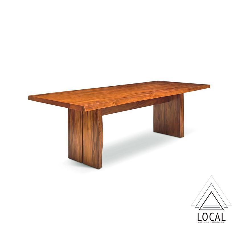 Mesa de comedor en madera natural de 140 cm. 6 puestos.