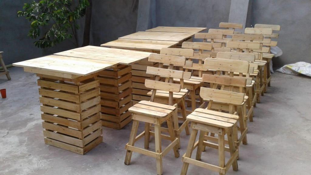 Mesas y sillas de madera para negocio