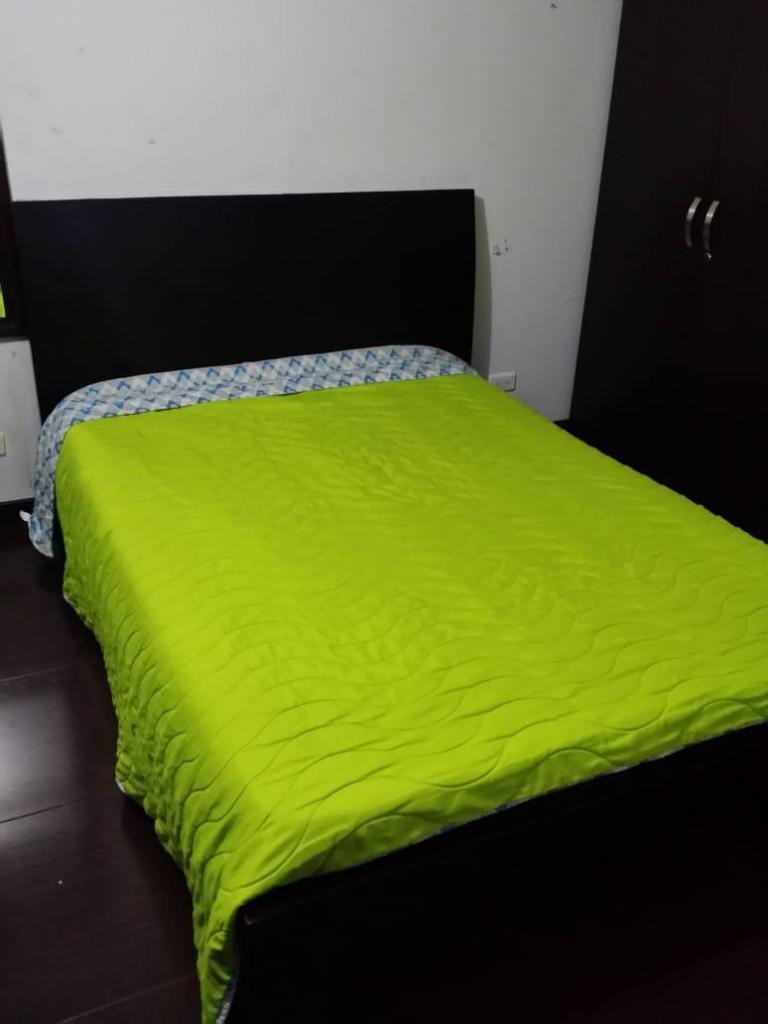 Vendo cama Doble en madera de excelente calidad