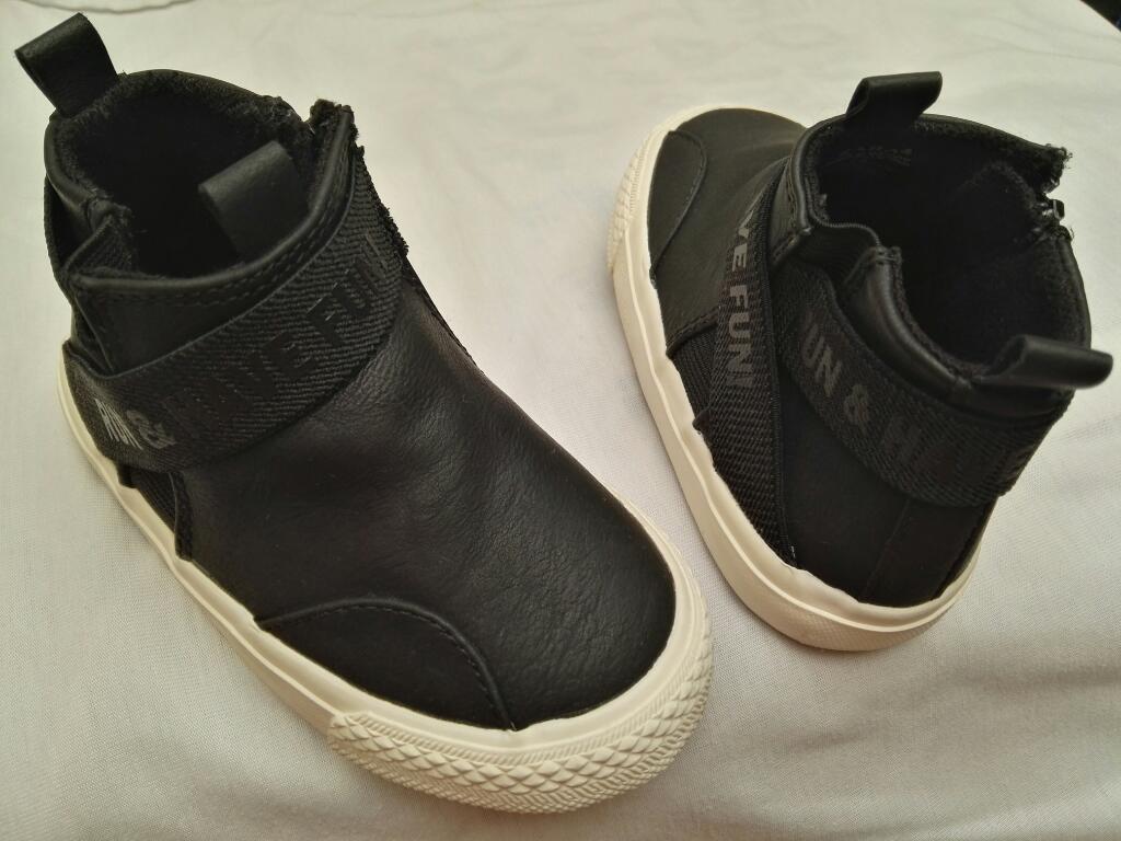 Vendo Zapatos para Niño Talla 22