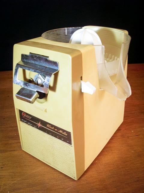 Exprimidor eléctrico abrelatas oster touch a matic usado
