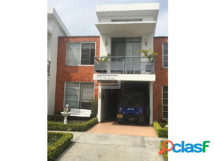 Se vende Casa en Conjunto por Estadio Centenario