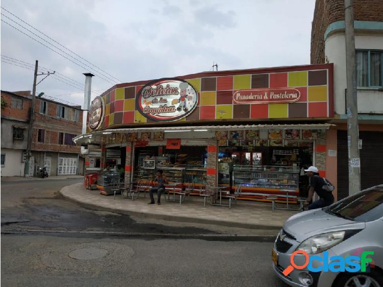 Venta de Local esquinero, Las Orquideas. 399-51
