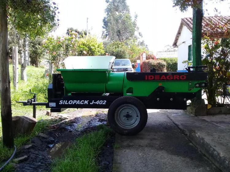 SILOPRENSA IDEAGRO J402. MOTOR DIESEL 10 HP. ENTERITA.
