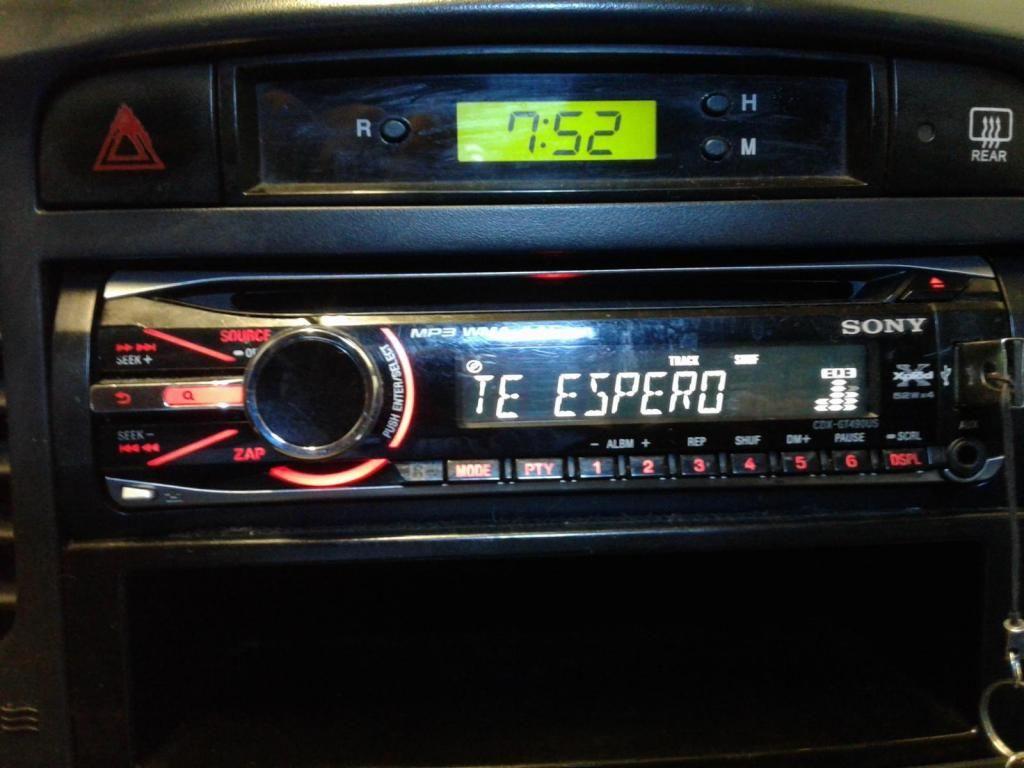 Equipo de Sonido para vehículo marca SONY con control