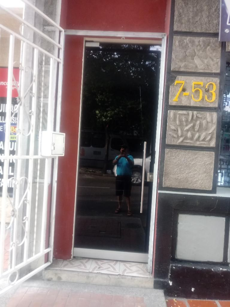 Vendo Puerta en Vidrio de Seguridad