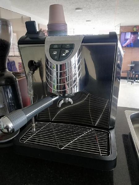 Maquina de Café Automática Italiana