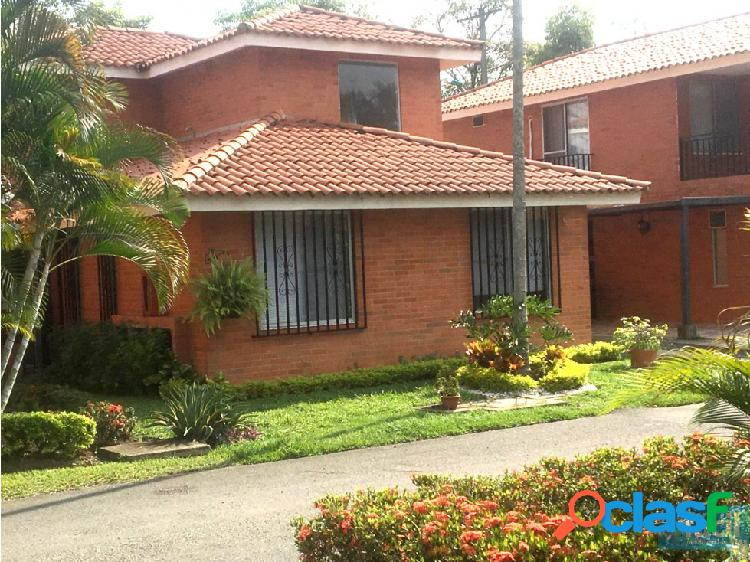 Casa en El Castillo - SUR DE CALI