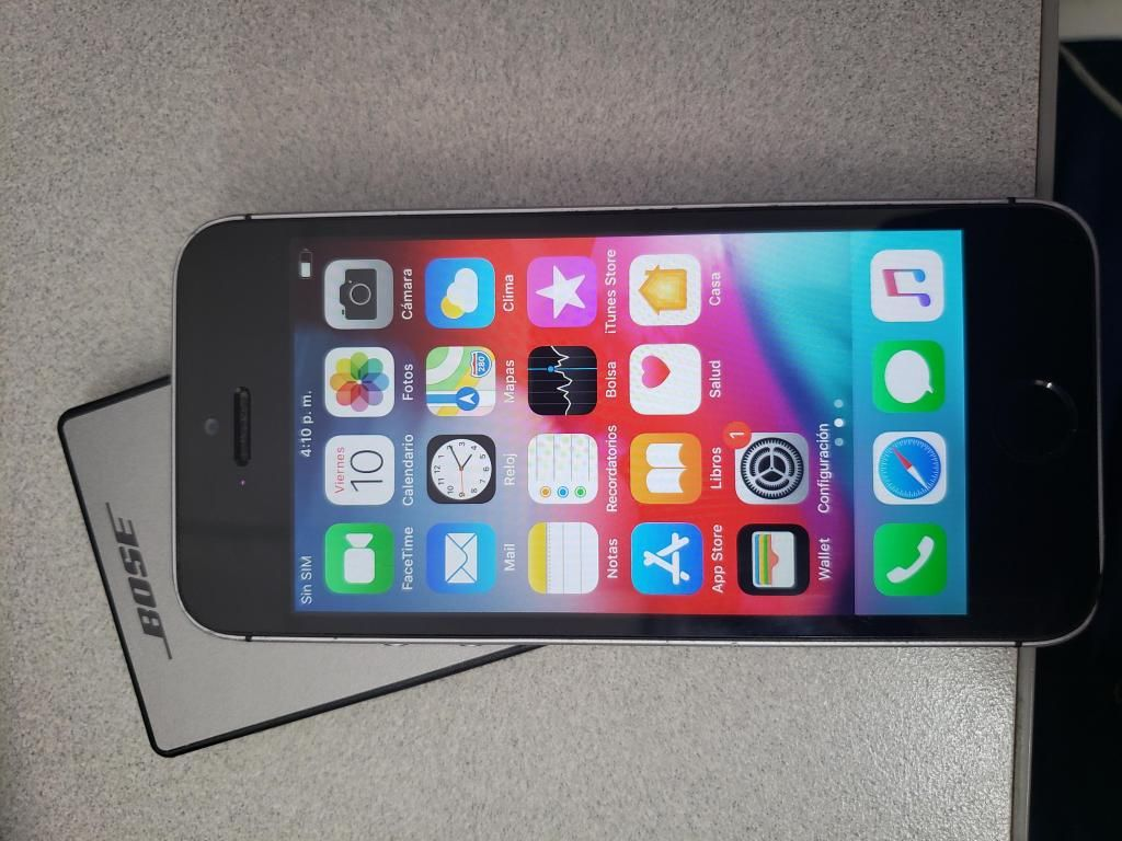 Iphone SE 32GB, color gris accesorios, perfecto!!