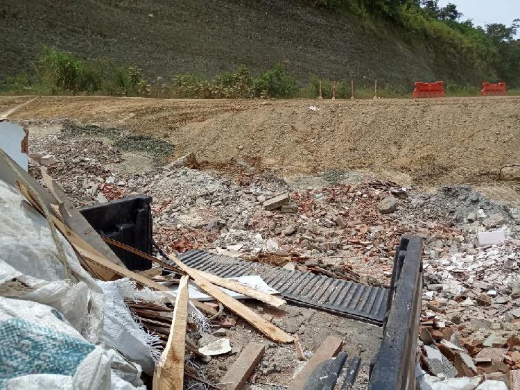 Se Botan Escombros Valle Del Aburra.
