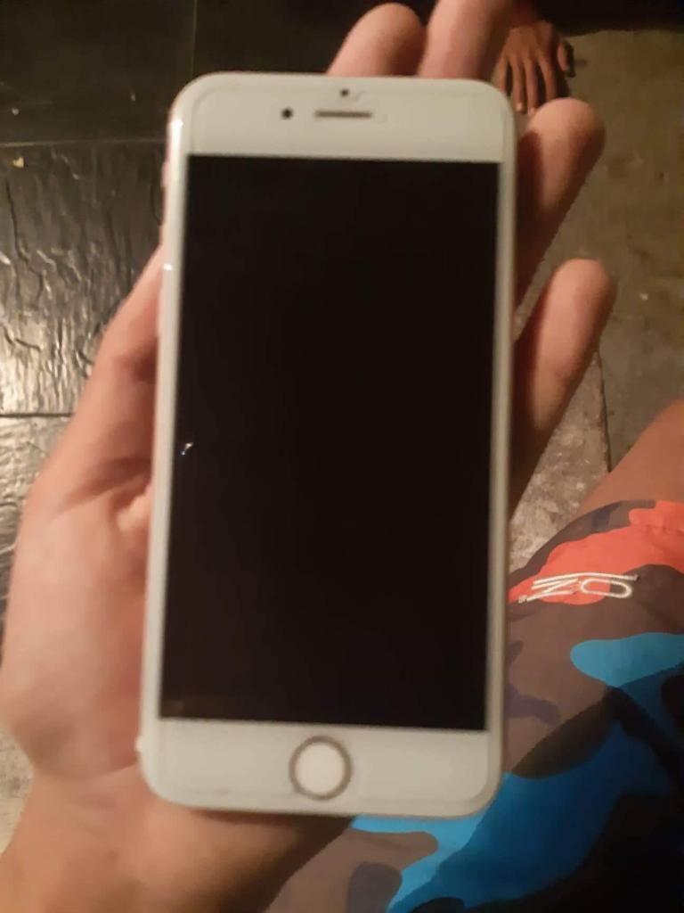 Se vende iPhone 6s buen estado 16gb se entrega con forro y