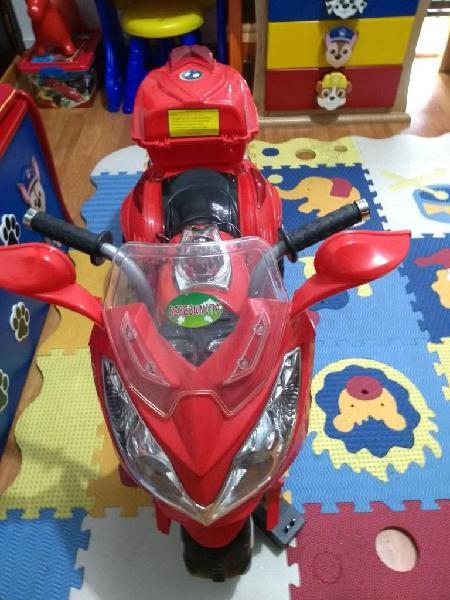 Vendo Moto de Baterias para Niño
