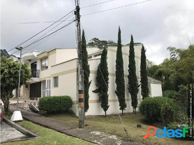 Venta Hermosa Casa en Monserrate - Santa Rosa