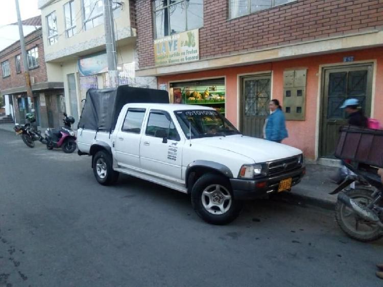 Vendo O Permuto Toyota Hilux por Nkr