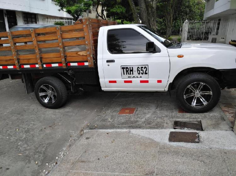 Vendo camioneta Nissan D22/NP300 de estacas