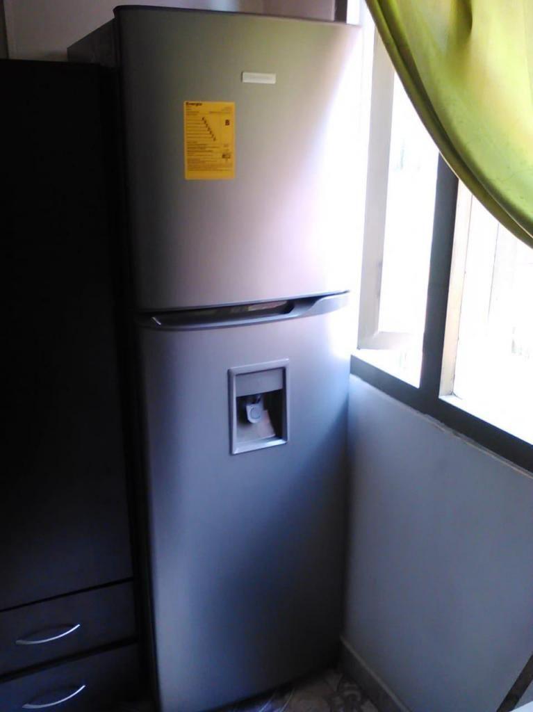 Nevera Electrolux No Frost ERT26K3CNI de 264 litros