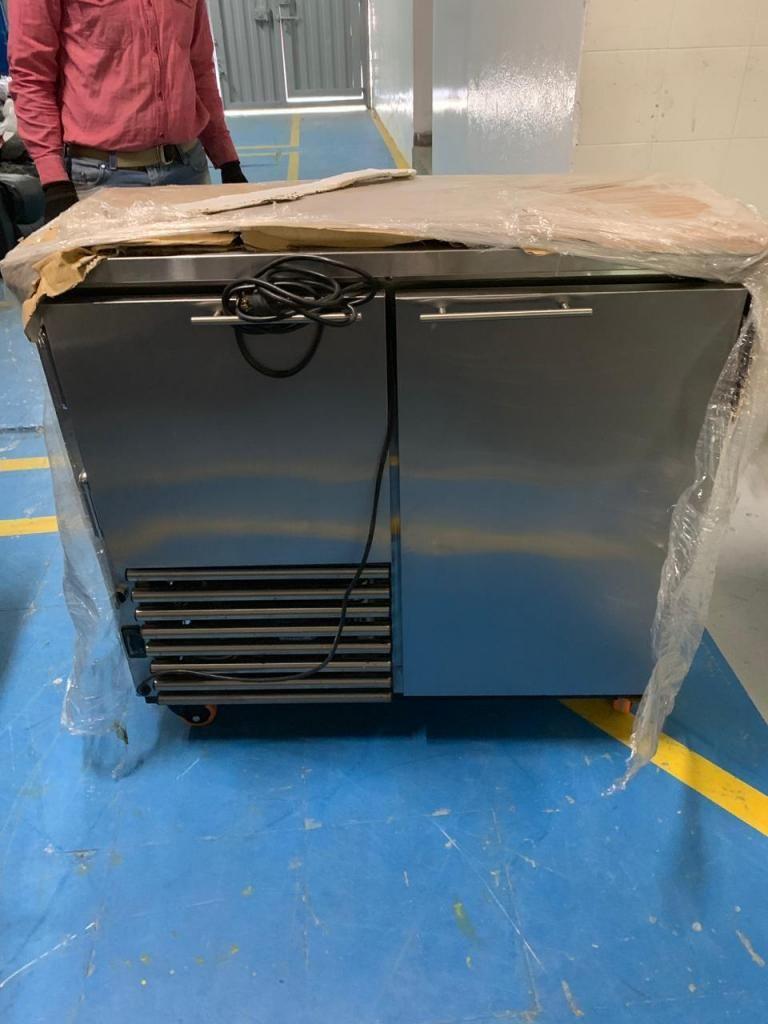 2 Neveras (1 refrigerador y 1 congelador) ambas de 100x30 cm