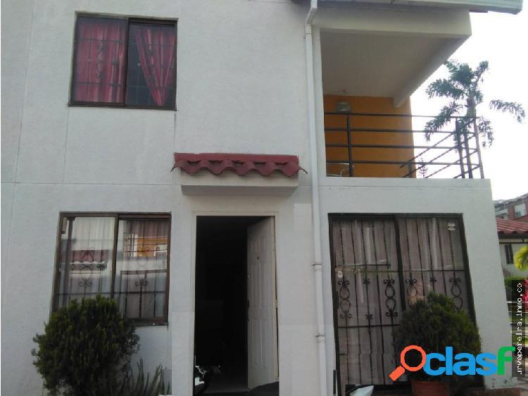 Vendo Casa en Conjunto Recial La Castellana Perei