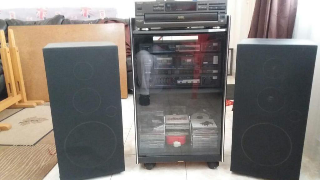 Equipo de sonido, 2 parlantes, bandeja 5 CDs