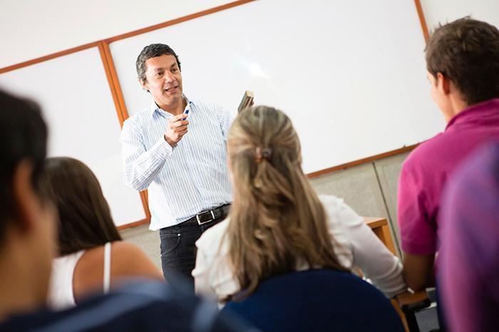 SE SOLICITA INSTRUCTORES PARA DICTAR CLASES en el programa