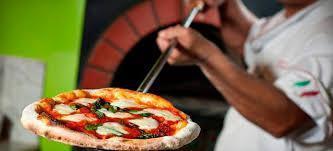 Se solicita pizzero con experiencia y horno
