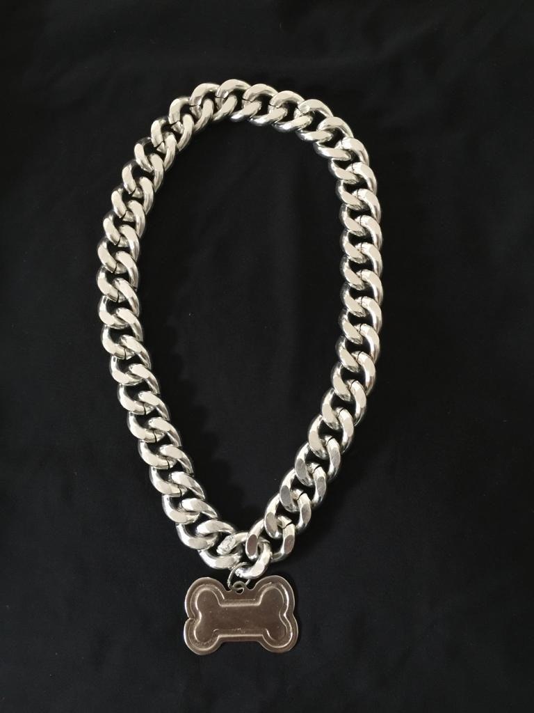 Collar de lujo con placa de identificación en aluminio.