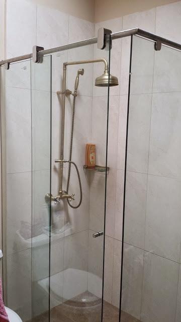 Excelentes precios en divisiones de baño y ventanas de